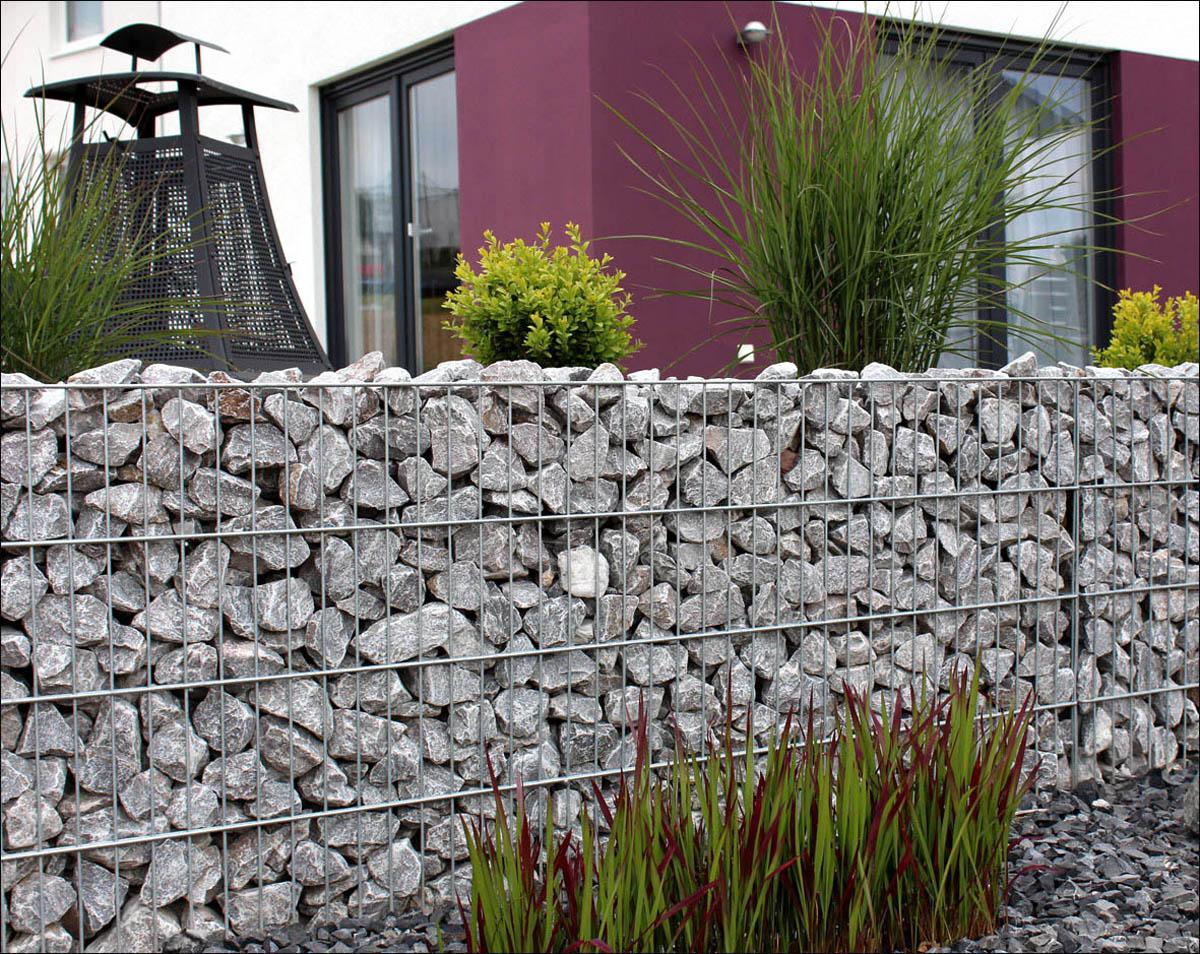 Art Die Stutzmauer Aus Gabionen Kann Ganze Wege Am Hang Befestigen Und Zugleich Erosion Vorbeugen Gabionenwand Gewahrt Wasserdurchlassigkeit